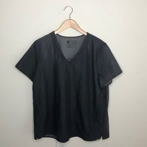 Figs Two Pocket Scrubs Top in Graphite L D1